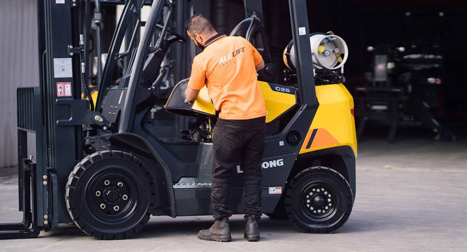 Blog Forklift Operator Hire Alt