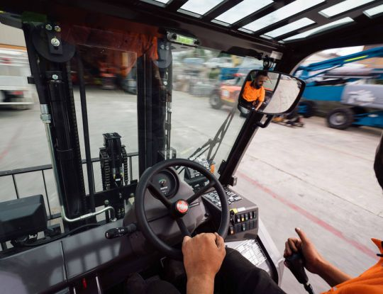How much diesel does a forklift use per hour?